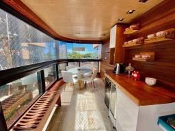 Apartamento com 3 suítes à beira-mar de pajuçara