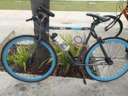 Vendo bicicleta de corrida muito leve e ótima pra fazer tele entrega ou exercício .