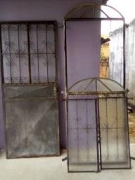 Vende-se Porta e Janela com vidro, estilo colonial Ferro
