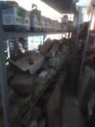 Lojas de parafusos e ferramentas parteleiras e balcão e caixa