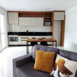 Alugo apartamento de alto padrão semimobiliado e em excelente localização