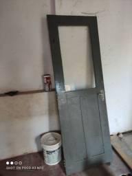 Porta de madeira e vidro