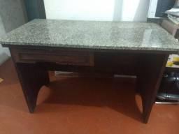 Mesa usada com tampa de granizo