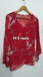 Blusas M 5 reais cada.