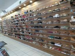Lote com 140 modelos de calçados femininos