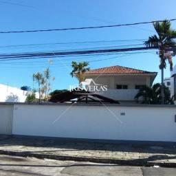 Casa com 4 quartos, suíte próximo lagoa do Araça.