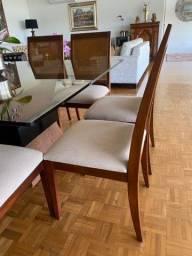 Mesa com tampo de vidro + 8 cadeiras