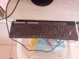 Vendo 01 tela de computador 01 mause 01 teclado novo e 02 caxinhas