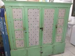 Armário em madeira maciça 4 portas usado