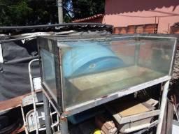 Aquario grande de 360 litros e vai com o suporte de ferro