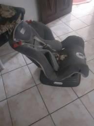 Vendo cadeira de cadeirinha de carro