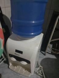 Filtro e galão de água