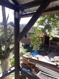 Casa com quiosque e terreno grande