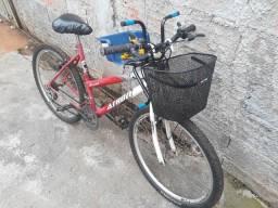 Vendo está bicicleta $180,00 com a cadeirinha $200,00