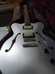 Troco por guitarra mais em conta e pedaleira/amp