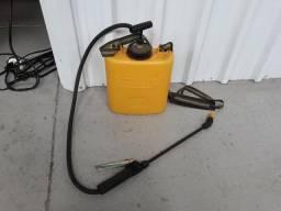 Garrafa e aplicador de pesticida