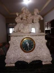 Relógio de mesa década de 50 em porcelana