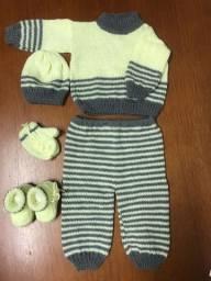 Conjunto bebê em tricô feito a mão