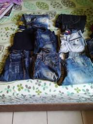 Um lote de calças jeans femininas número 34 e 36
