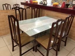 Vendo mesa e cadeiras juntas