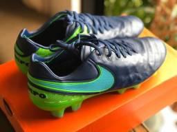 Chuteira profissional Nike tiempo VI couro canguru 39.5br