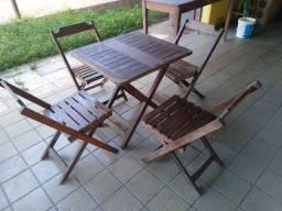 Conjunto mesa com cadeiras de madeira excelente qualidade