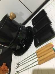 Jogo de fondue, taças,fruteira, panela pressão e kit para vinhos