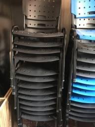 Cadeiras de plástico empilháveis