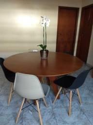 Vendo mesa madeira maciça com 5 cadeiras