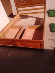 Vendo Cama Rústica com 2 gavetas de madeira usada em perfeito estado