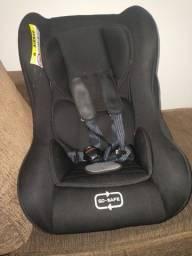 Cadeirinha bebê conforto.