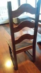 Conjunto de cadeiras em madeira maciça