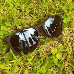 Óculos de sol modelo clássico unissex marrom fosco