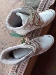 Vende-se bota pra passeio