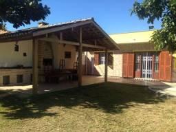 Ampla casa para alugar na Pinheira - 150 metros do mar
