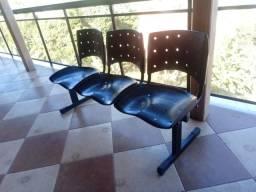 Cadeiras tripo