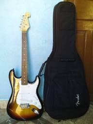 Guitarra nova e capa de proteção