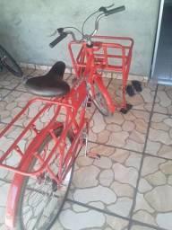 Vendo bicicleta cargueira semi nova 800reais