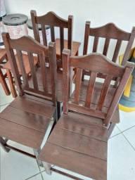 Vendo cadeiras e taboretes de madeira