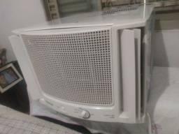 Ar condicionado gelando bem  volt 220