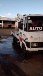 Caminhão 608 plataforma Guincho