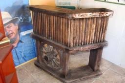 Bar/Balcão rústico em madeira