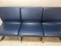 Longarina 3 lugares em couro azul