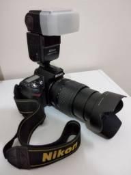 Vendo Nikon D90 + Lente Nikon 18-105 com Parasol e Flash Speedlight Nikon Sb-600