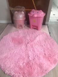 Tapete infantil rosa e lixeirinha