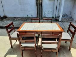 Conjunto de Mesa e Cadeiras de Seis Lugares