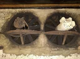 Dois motores para estufa de fumo.