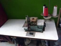 Vende_se 2 máquinas de costuras.