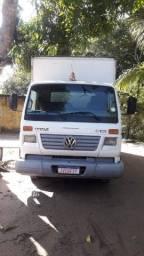 Caminhão baú VW 8-120