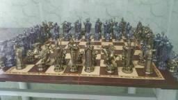 Jogo de xadrez medieval estanho com chumbo. Com  tabuleiro